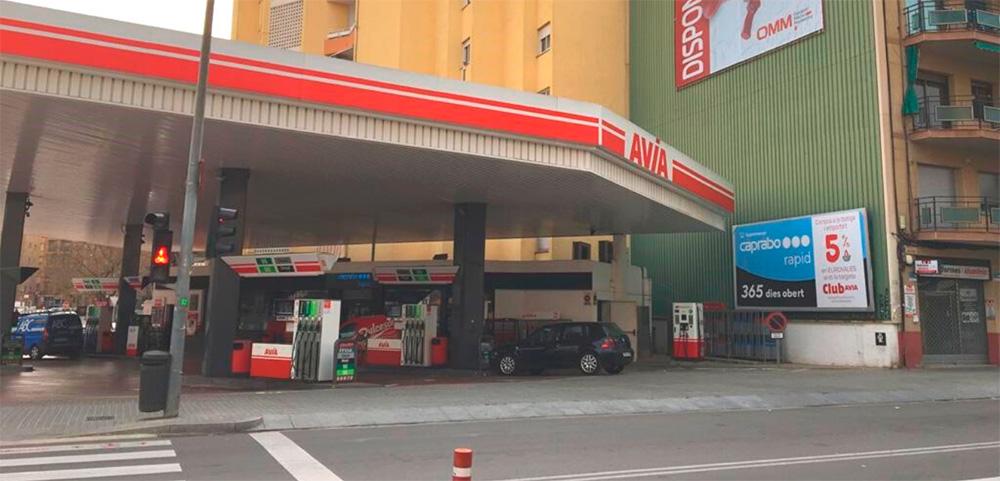Primera tienda Caprabo en la estación de servicio AVIA Sabadell